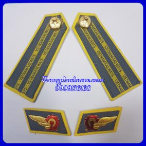 Cầu vai ve áo đường sắt Việt Nam